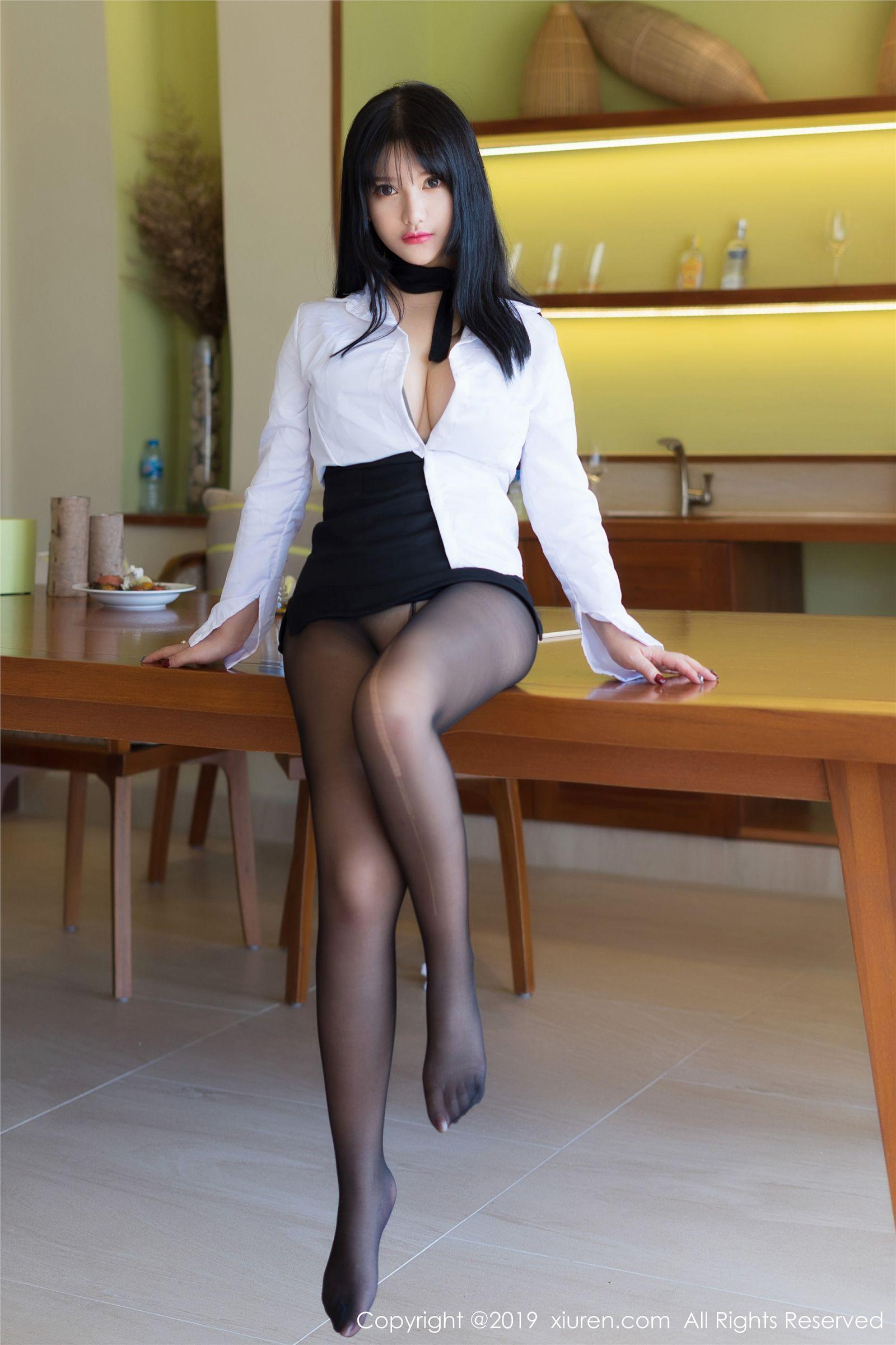 黑丝袜的性感秘书 小尤奈